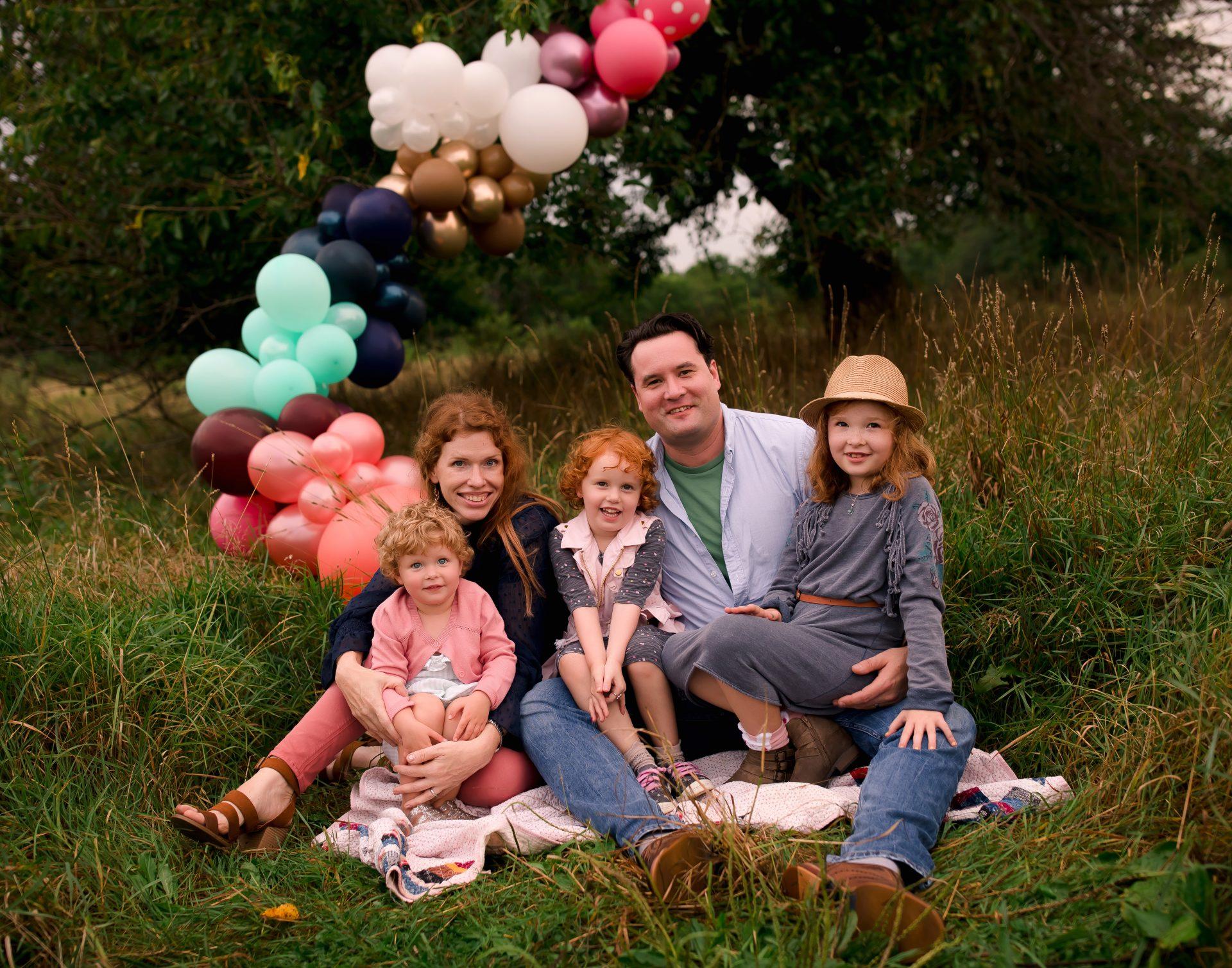 Balloon-Bombed Family Photos with Jennifer Kaye Photography